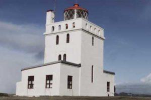 Der Dyrhólaey-Leuchtturm an der Südküste Islands wird zum Hotel. Foto: Icelandair
