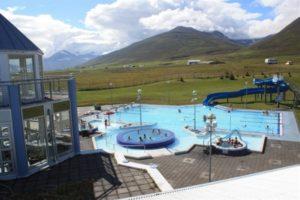 Das Freibad in Dalvík, mit heißem Quellwasser beheizt.